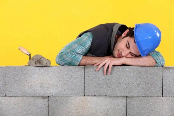 Спящие стройки: приостановку работ в новостройках продлили по 11 мая