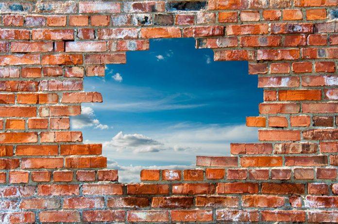 Как за каменной стеной: как застройщики защищают будущих жителей